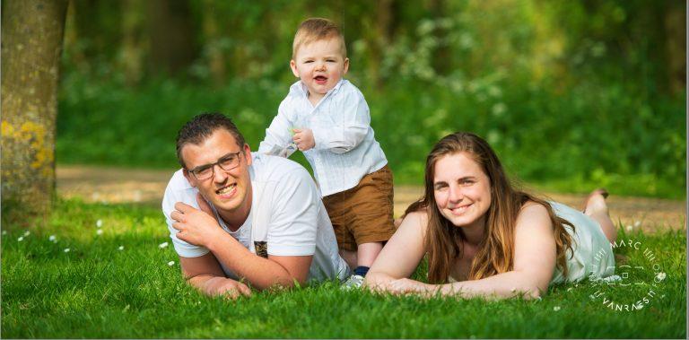 Laat ons die mooie gezinsfoto's nemen en maak er een blijvende herinnering van waar je nog lang plezier aan beleefd. 0475/31.74.12 www.marcvanraes.be