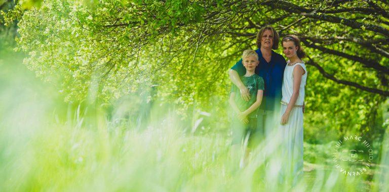 Met dit mooie professionele communie-of lentefeestfoto's van Lore ga je Peter en Meter beslist blij maken en nog vele andere natuurlijk.